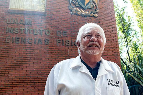 Iván Ortega Blake, investigador de la UNAM, recibe doctorado honoris causa de la UAEM