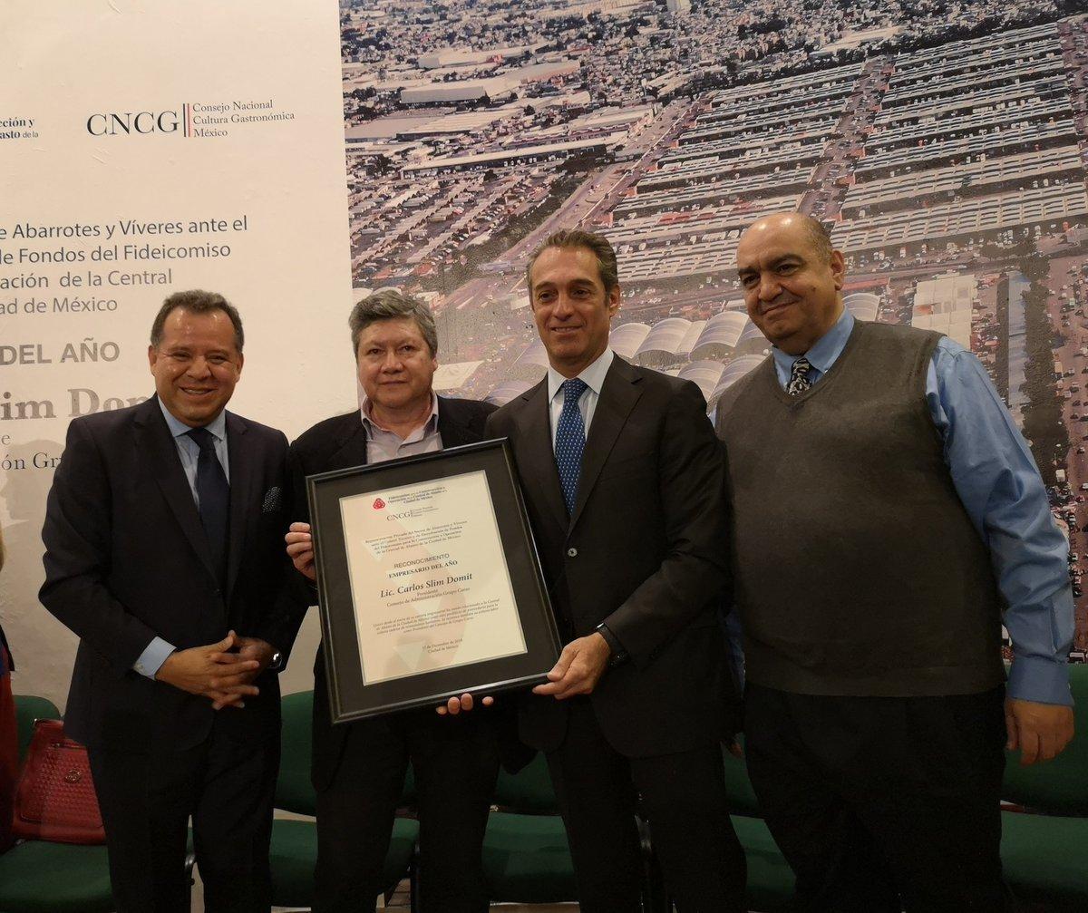 Entrega CEDA reconocimiento a Carlos Slim Domit