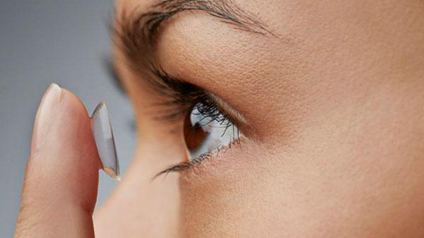 Crean en la UNAM lentes de contacto biodegradables para padecimientos oculares