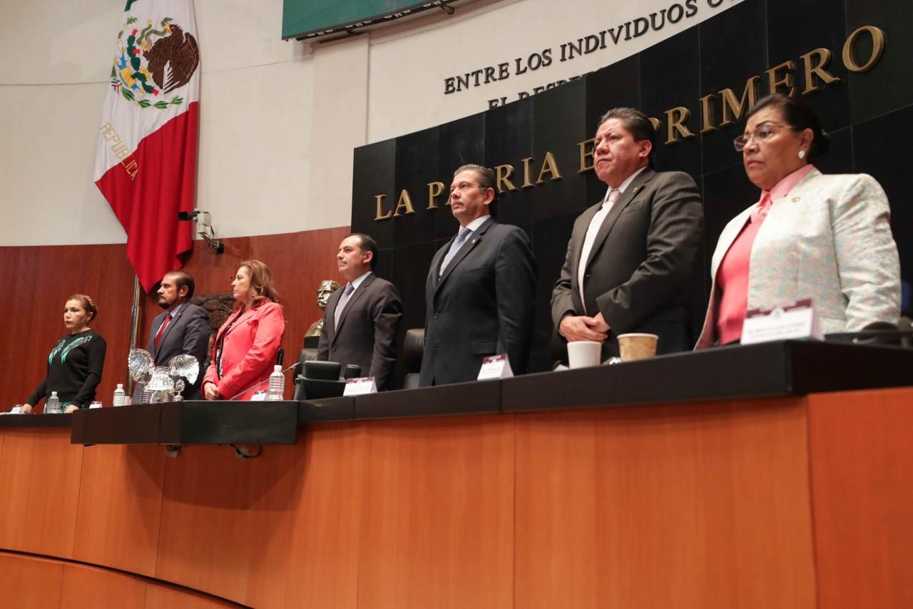 En el Senado guardan un minuto de silencio por legisladores fallecidos