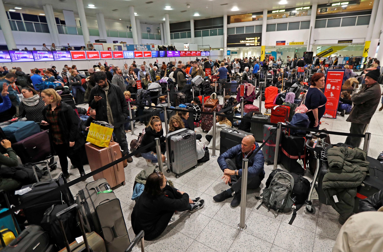 Por atentados en Londres, suspenden vuelos