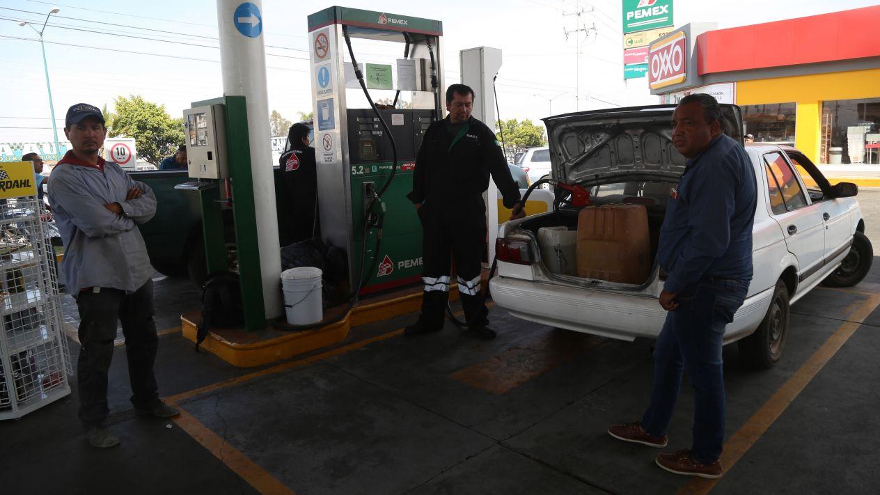 Registran capitalinos violencia por desabasto de gasolina