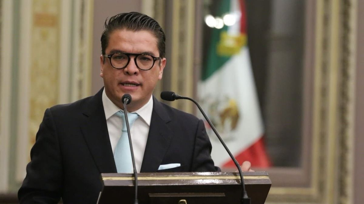 Van 24 aspirantes para gobernador interino de Puebla