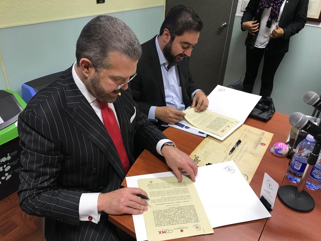 Firma Vidal Llerenas convenio con México Unido Contra la Delincuencia