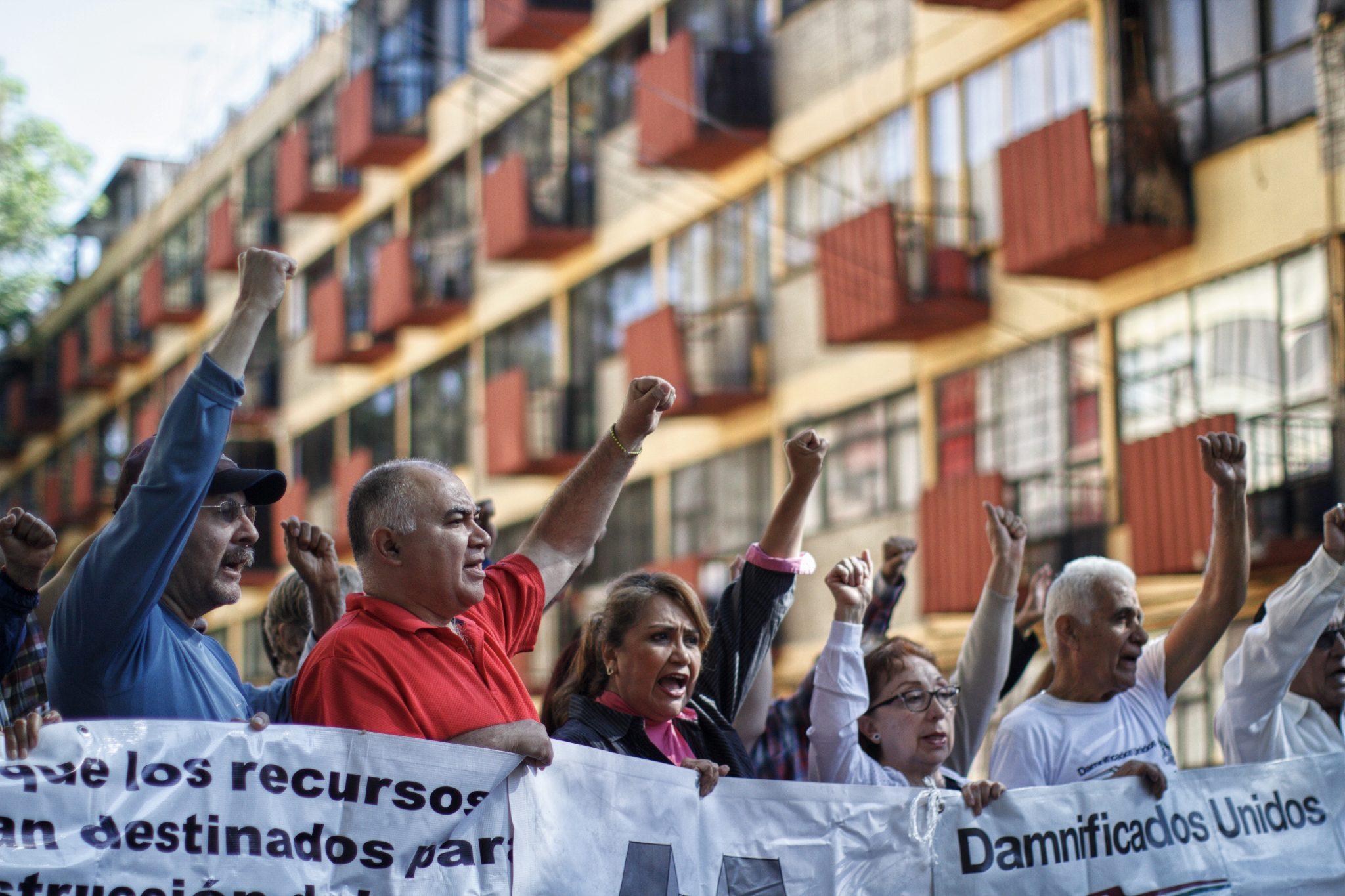 Gobierno capitalino ofrece esquemas de reconstrucción a damnificados