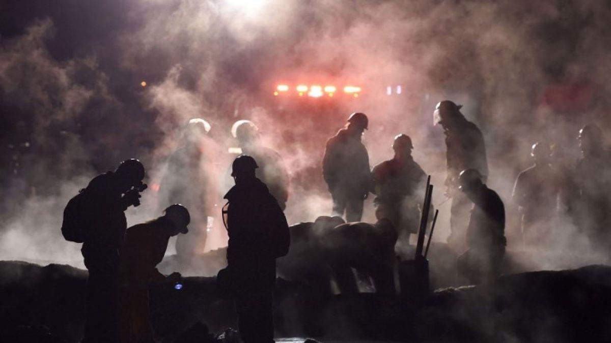 Aumenta el número de muertos por explosión en ducto de Pemex