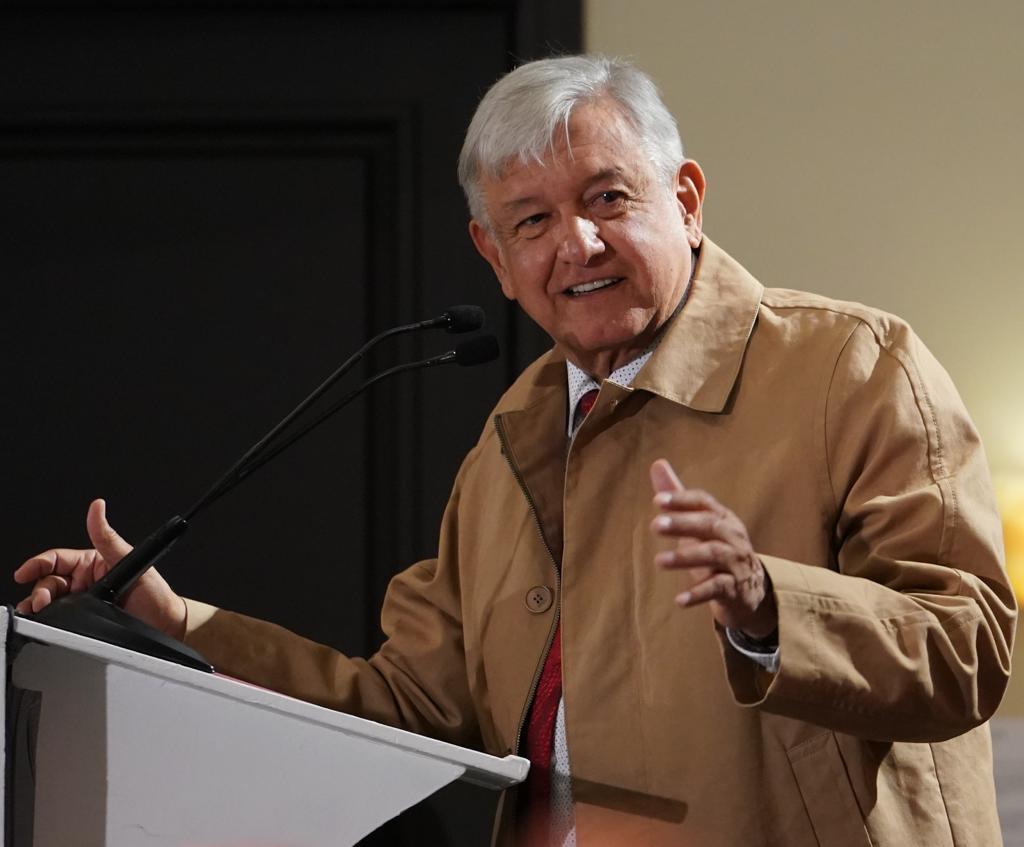 Da López Obrador ultimátum para presentar declaración de bienes