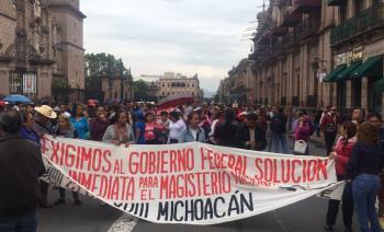 Mil millones de pesos para conflicto magisterial en Michoacán