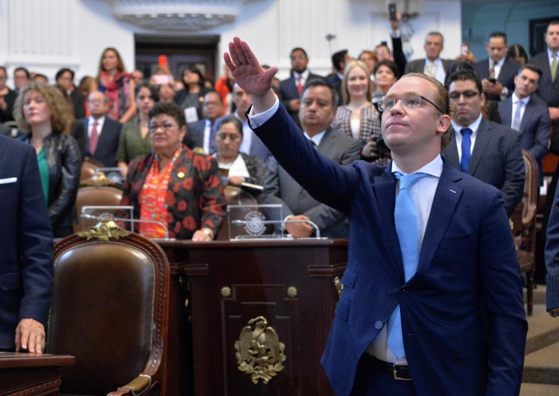 Protestan en inauguración de nuevo período en el Congreso CDMX