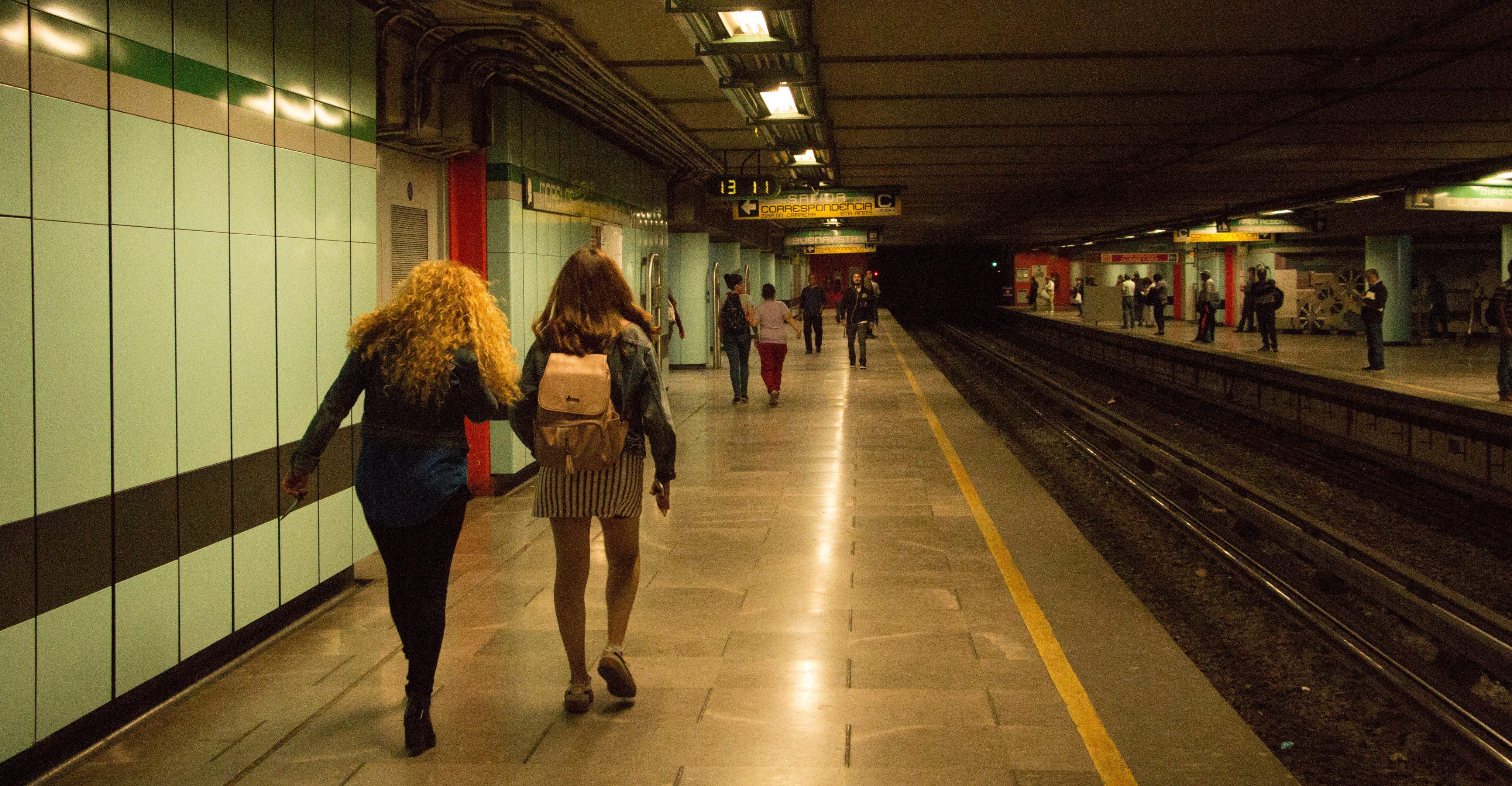 Detienen a dos sujetos por acoso en el Metro