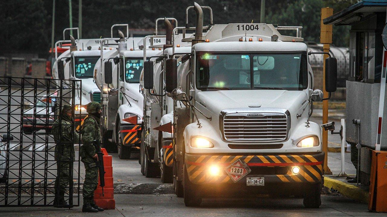 Llegan 50 pipas al país para distribuir combustible