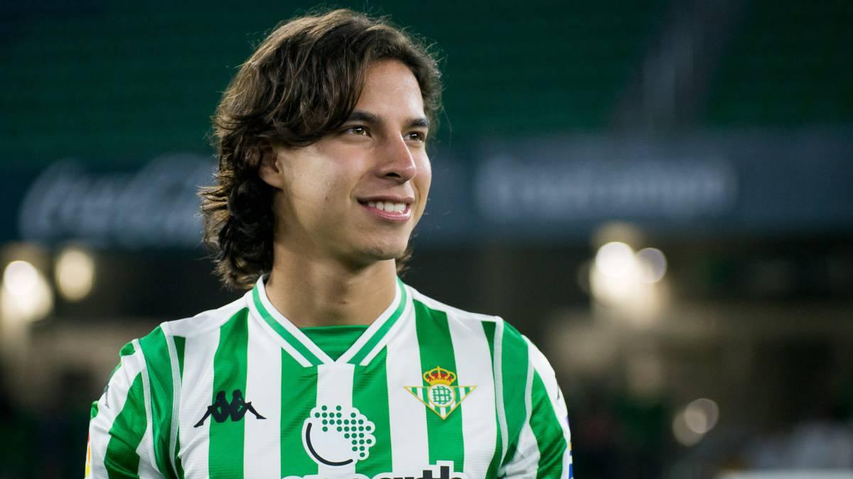 Debuta Diego Lainez con gol en la liga europea