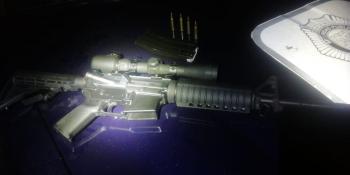 Policías de la SSC detuvieron a cinco personas con un rifle de asalto