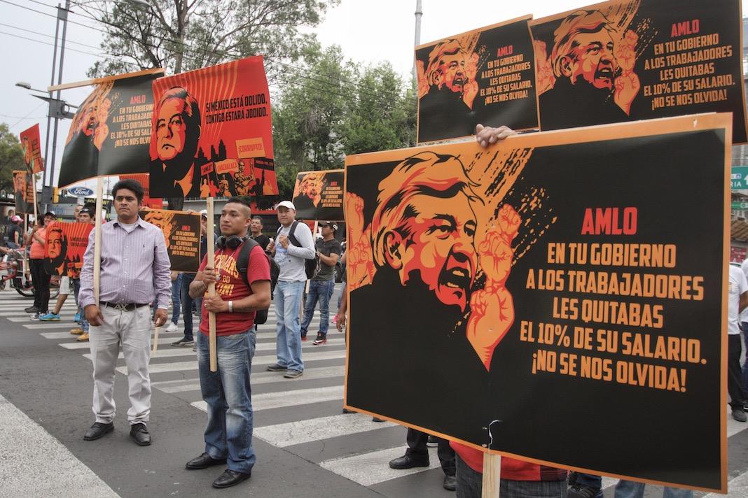 Protestan por despidos en el Gobierno capitalino