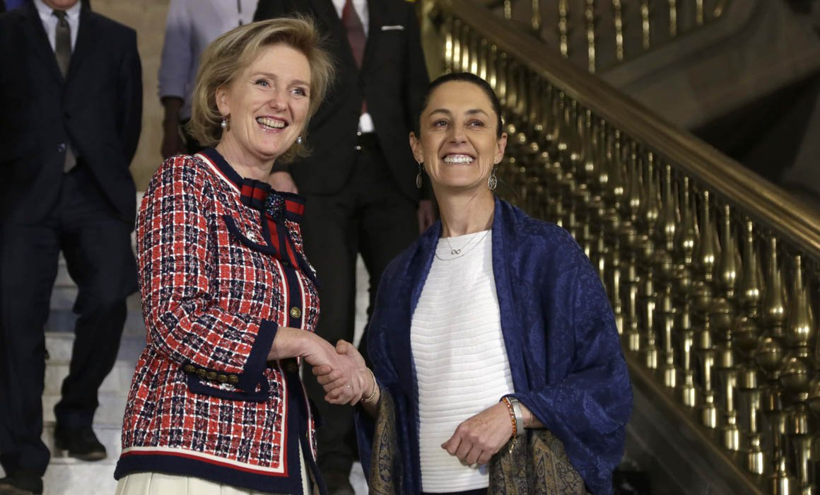 Condecora Sheinbaum a princesa de Bélgica como huésped distinguida