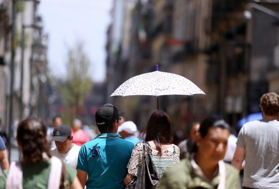 Miércoles caluroso en la Ciudad, con cielo despejado