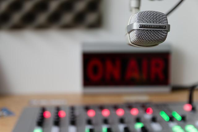 CDHDF reconoce labor de la radio en México