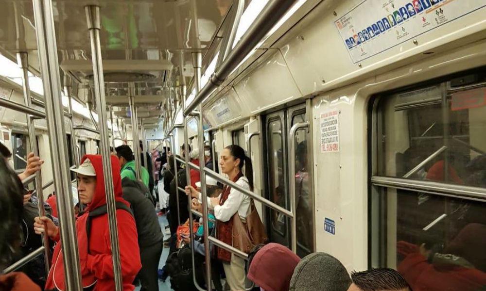 Viaja Sheinbaum en el Metro de la Ciudad de México sin seguridad