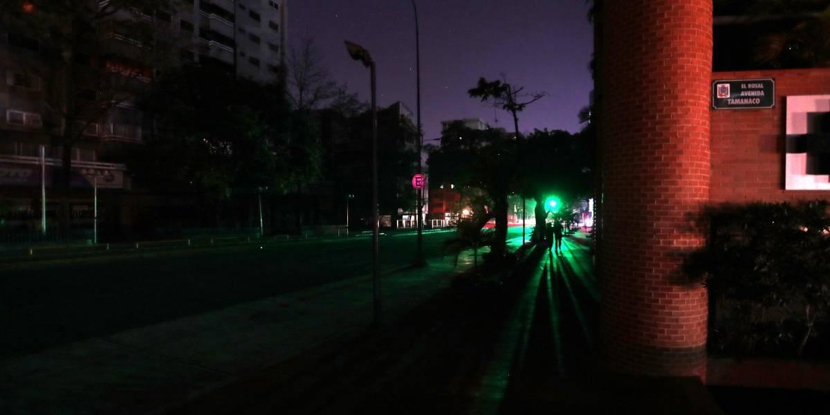 Van 17 muertos por apagón en Venezuela