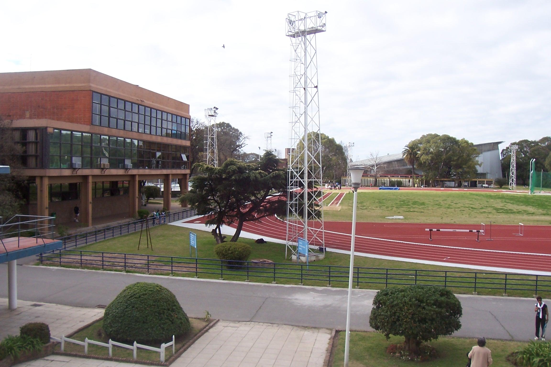 Piden acceso gratuito a centros deportivos