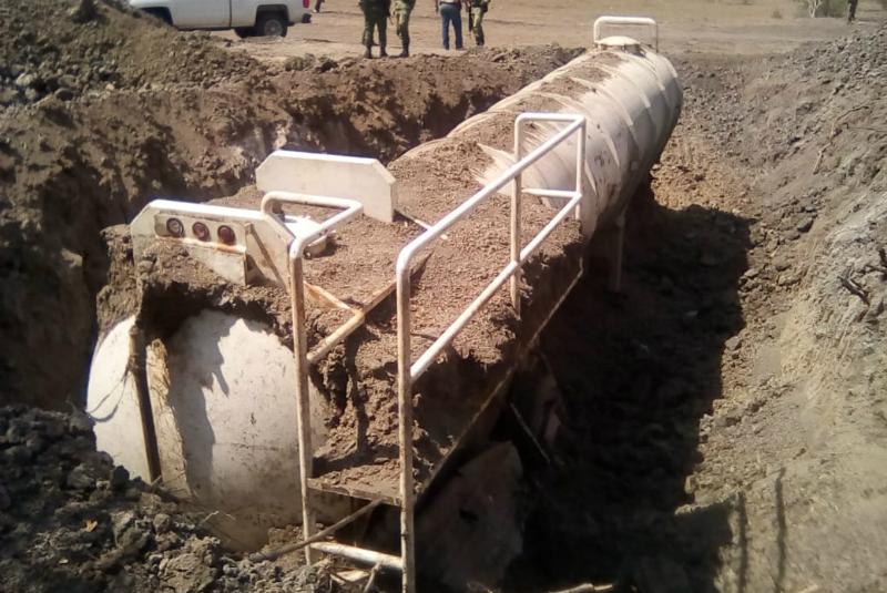 Semar localiza más de 40 mil litros de combustible enterrado en Veracruz