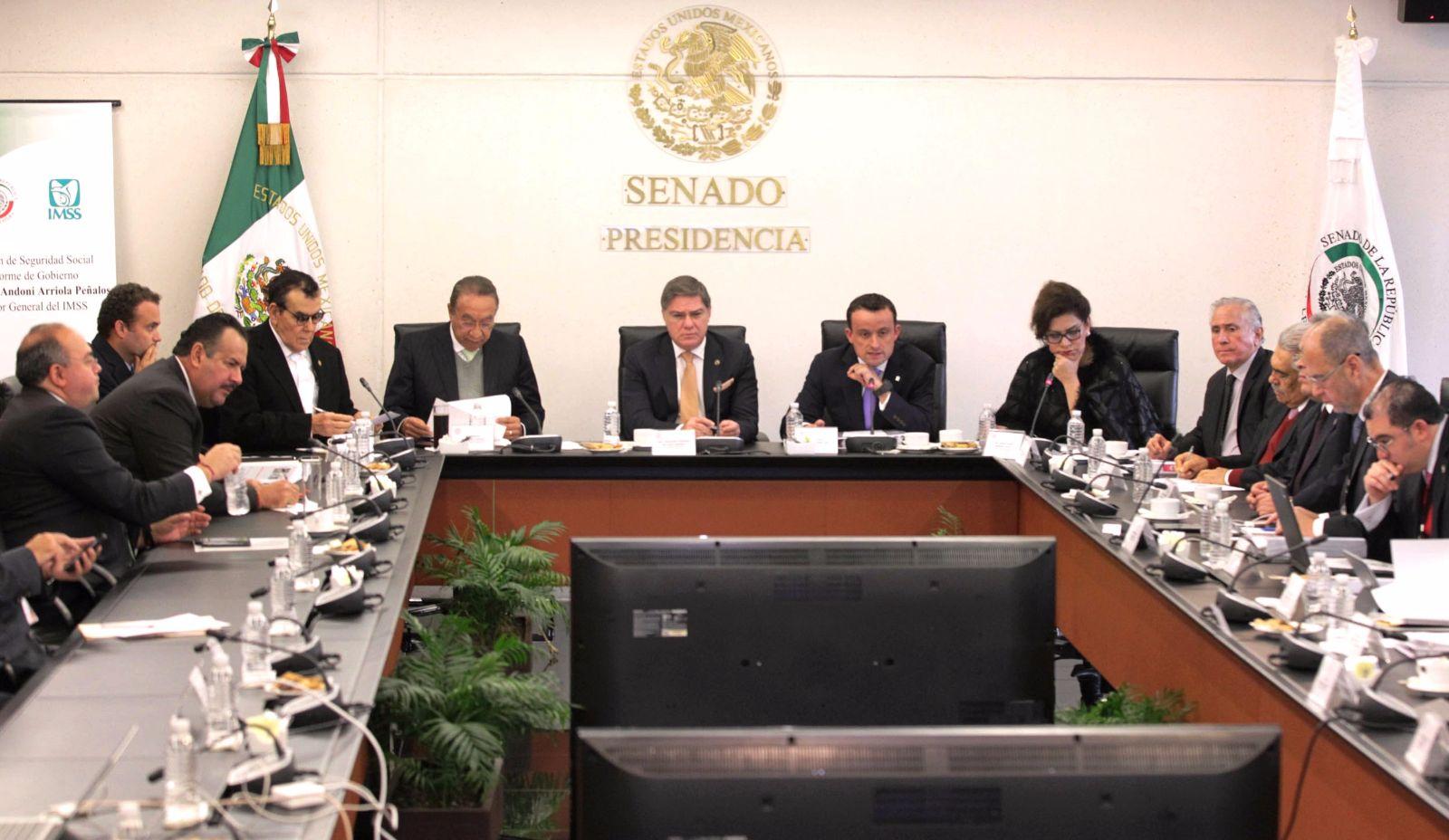 Comparece IMSS ante Senado