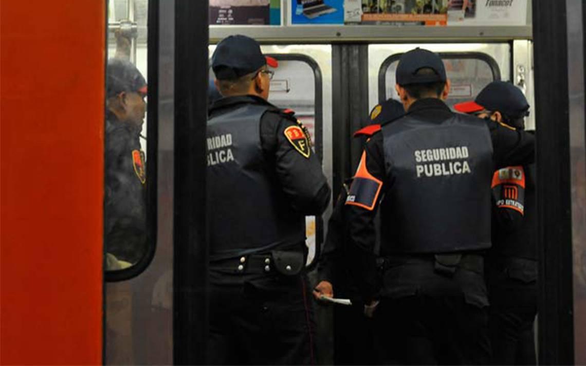 Detienen a dos menores por robar celular en el Metro