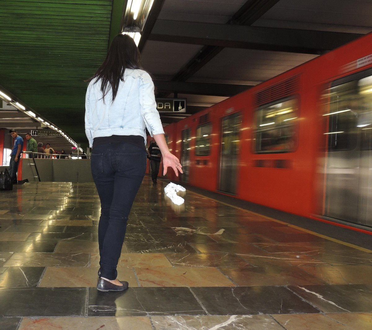 Piden al Metro colocar contenedores de basura