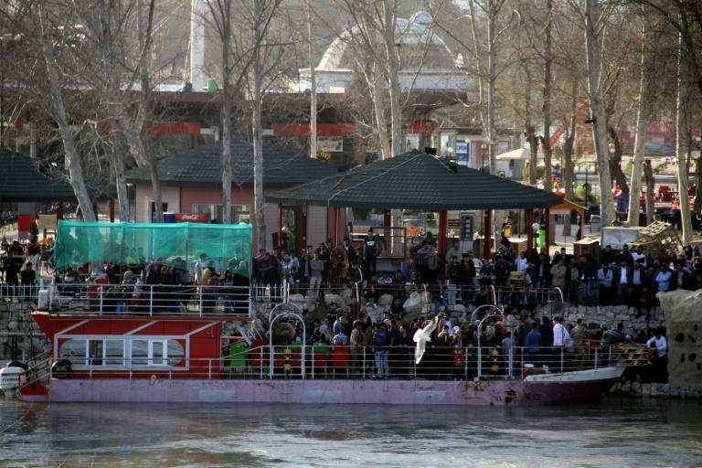 Van 100 muertos por naufragio de transbordador en Tigris
