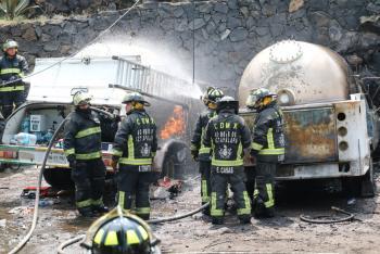 Inician Carpeta de Investigación Ministerial por flamazo de Pipa de Gas en San Antonio Tecómitl, Milpa Alta