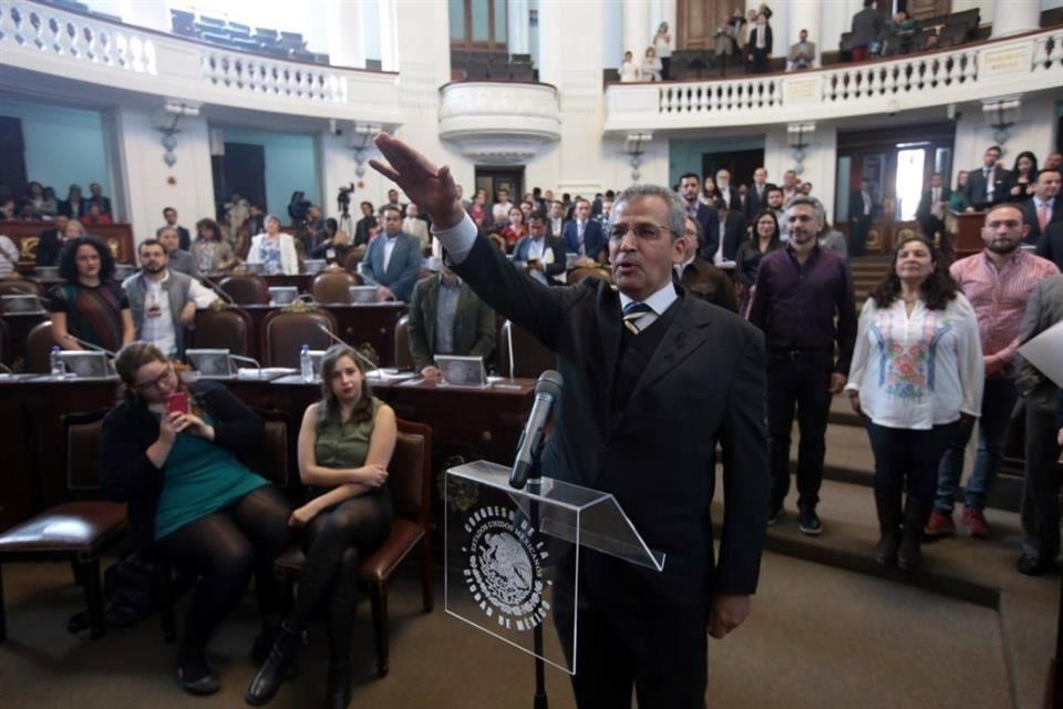 Toma protesta Ricardo Fuentes Gómez como diputado en Congreso Capitalino