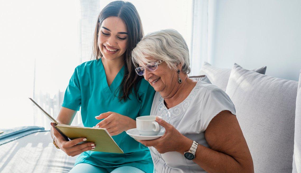 Apoyos para adultos mayores, lentos pero seguros