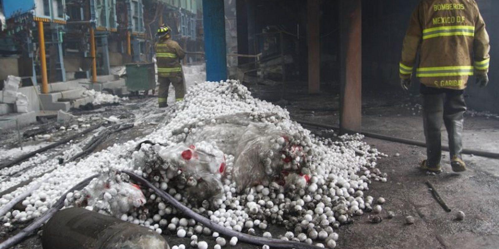 Se registra incendio en bodega de plásticos