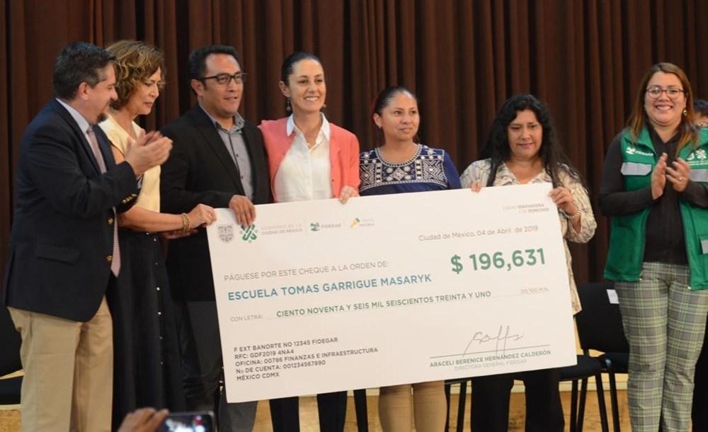 Entrega Gobierno Capitalino el Primer Recurso Económico del Programa Mejor Escuela a Madres y Padres de Familia