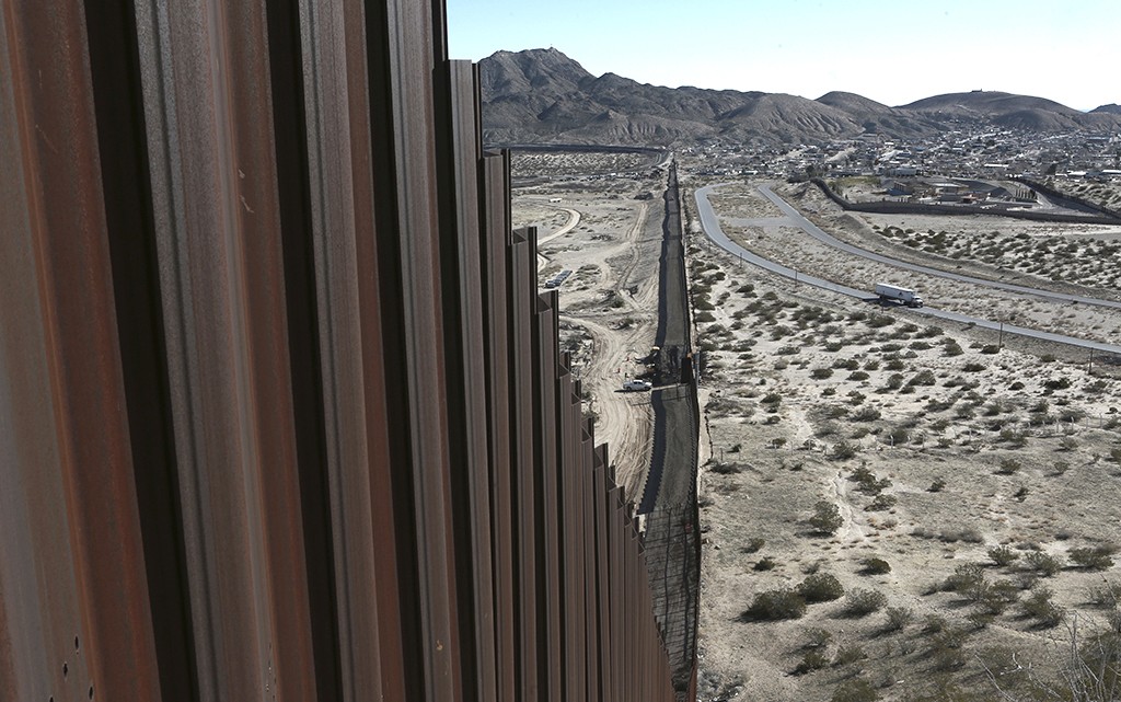 EU construye muro en la frontera con México