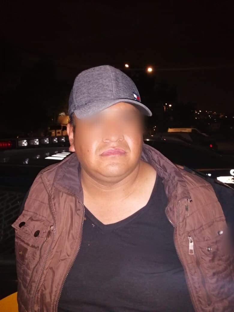 Policías de la SSC arrestan a un hombre y dos menores por presunto robo a transeúnte en Iztapalapa