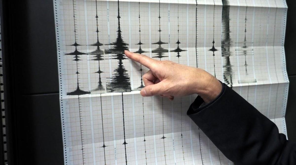 Alertan posible tsunami en Indonesia por sismo de 6.8 grados