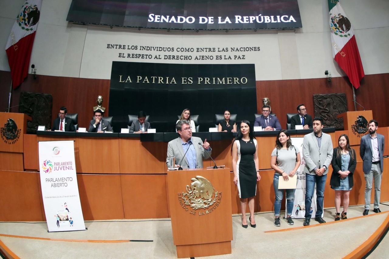 Pide Monreal a las nuevas generaciones de políticos trabajar con honestidad y solidaridad para construir un México mejor