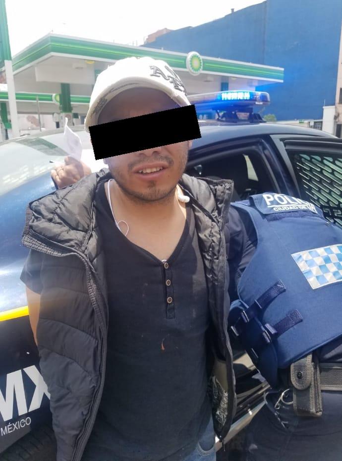 Policías de la SSC arrestan a un hombre acusado de robo con violencia en la Colonia Centro