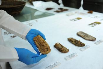 Especialistas del INAH restauran uno de los pocos acervos de sandalias prehispánicas que aún se conservan