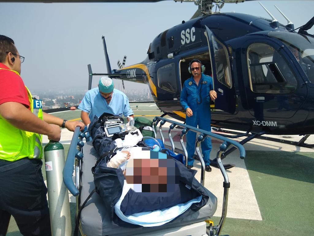 Cóndores de la SSC realizan doble servicio de ambulancia aérea