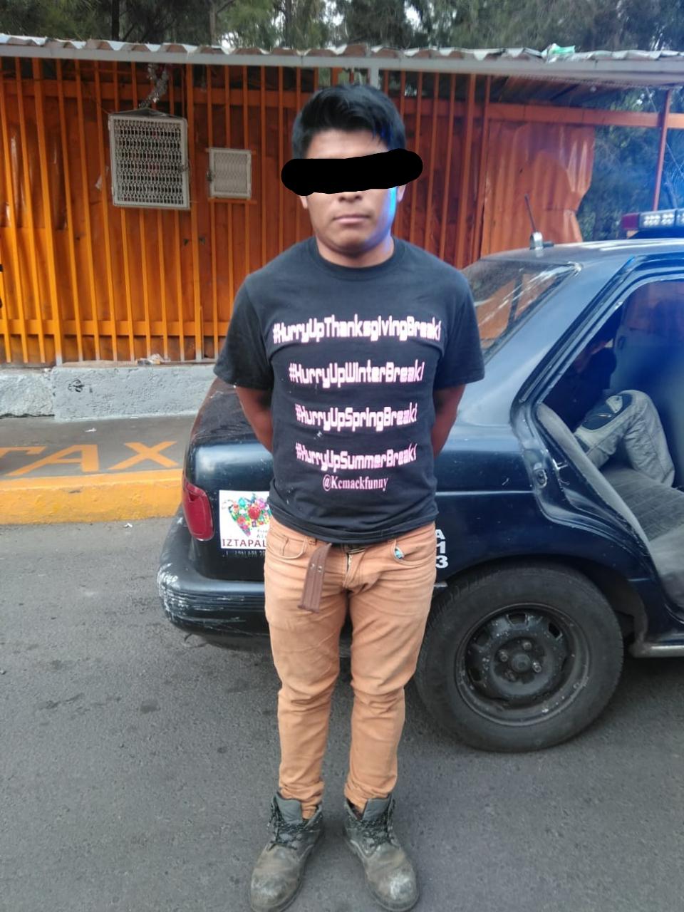 Policías de la PA de la SSC aprehendieron a un hombre que portaba un machete en Iztapalapa