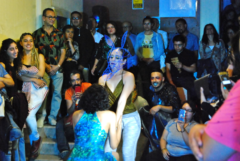 La danza contemporánea llega a la puerta de las viviendas a través del Proyecto Vecindades