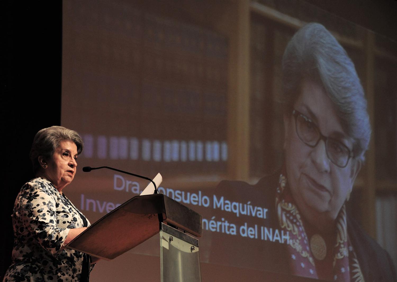 En el Museo Nacional de Antropología reconocen trayectoria de Consuelo Maquívar