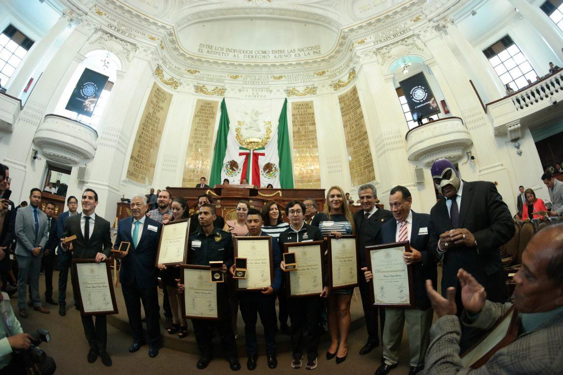 Entrega el Congreso la Medalla al Mérito Deportivo a seis destacados deportistas