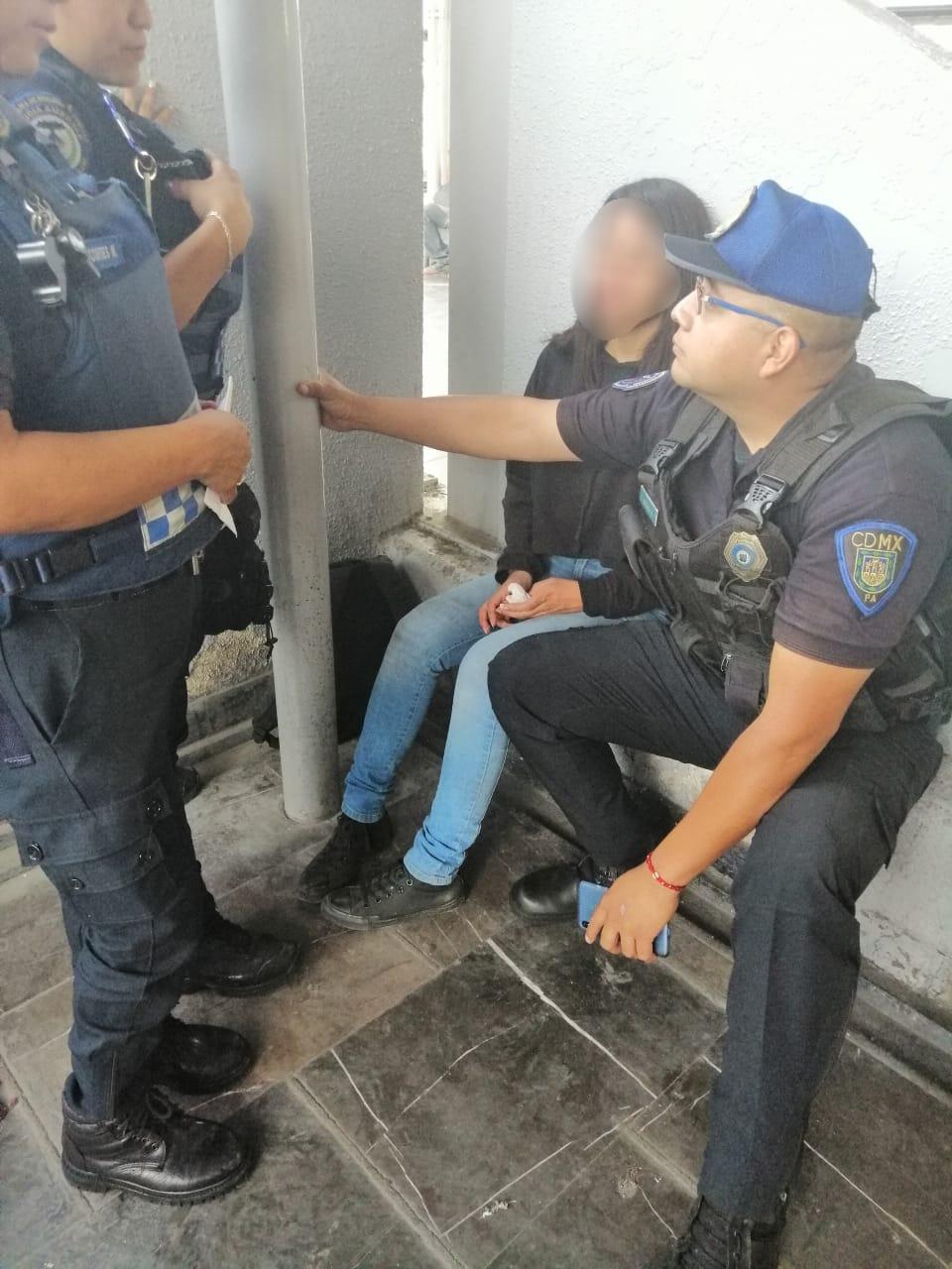 Policías de la PA de la SSC brindaron auxilio a una joven que pretendía quitarse la vida en las instalaciones del Metro