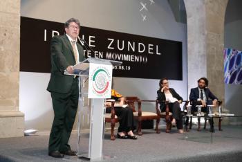 Inauguran Mente en Movimiento de Irene Zundel en antiguo Senado