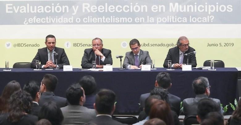 Analizan investigadores reelección electoral de alcaldes y legisladores