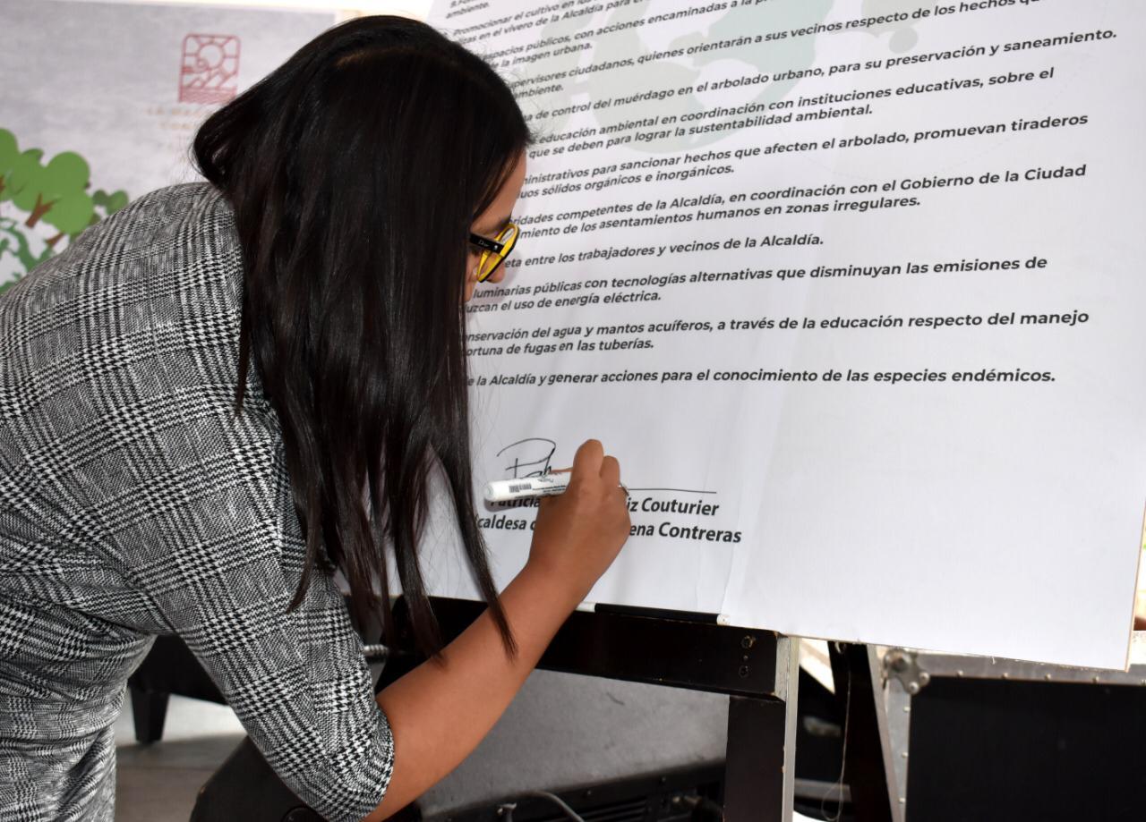 Firma Patricia Ortiz Couturier 20 compromisos por el medio ambiente