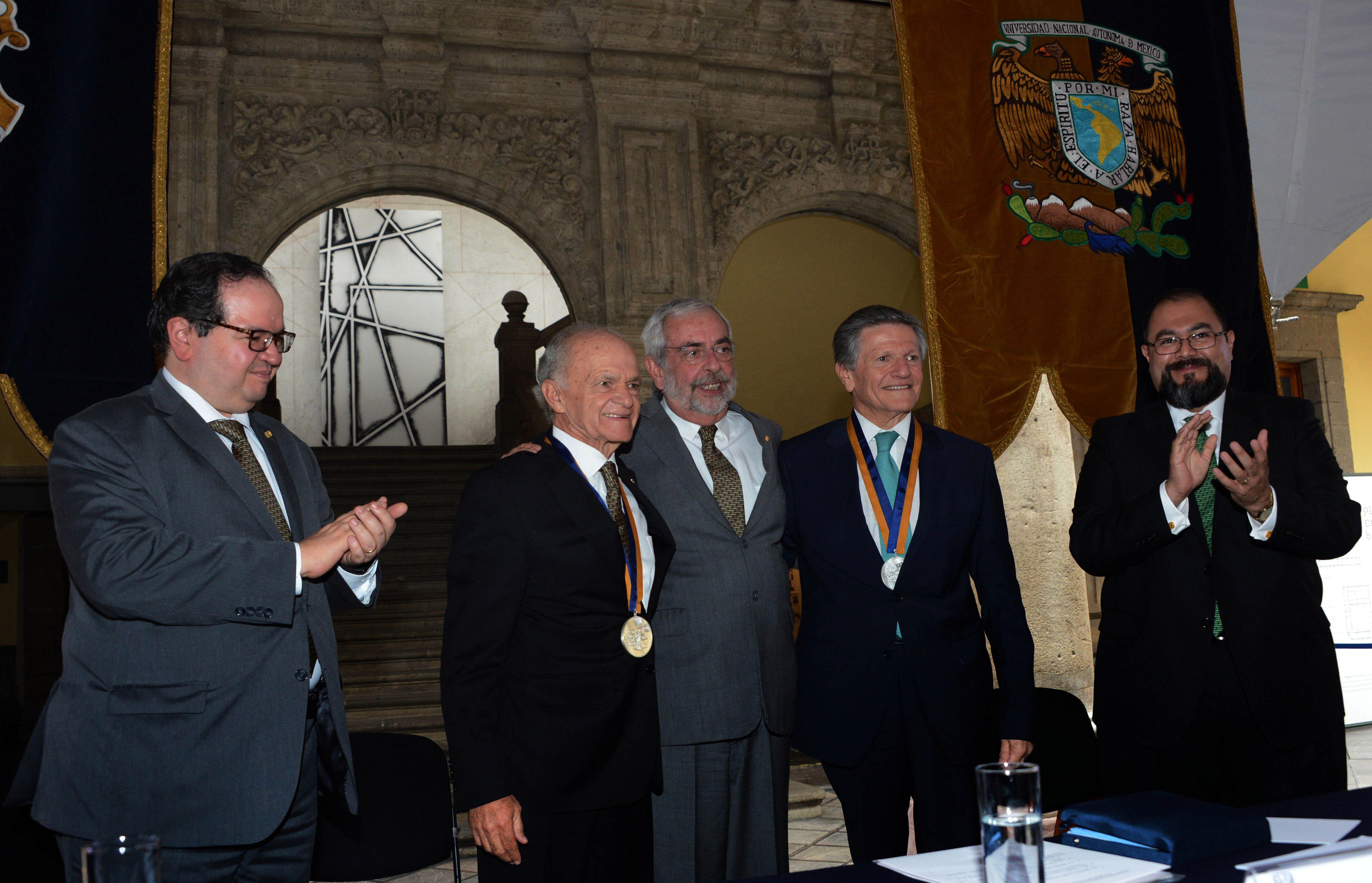 Entrega Rector de la UNAM Reconocimiento a Chertorivski y a Harp